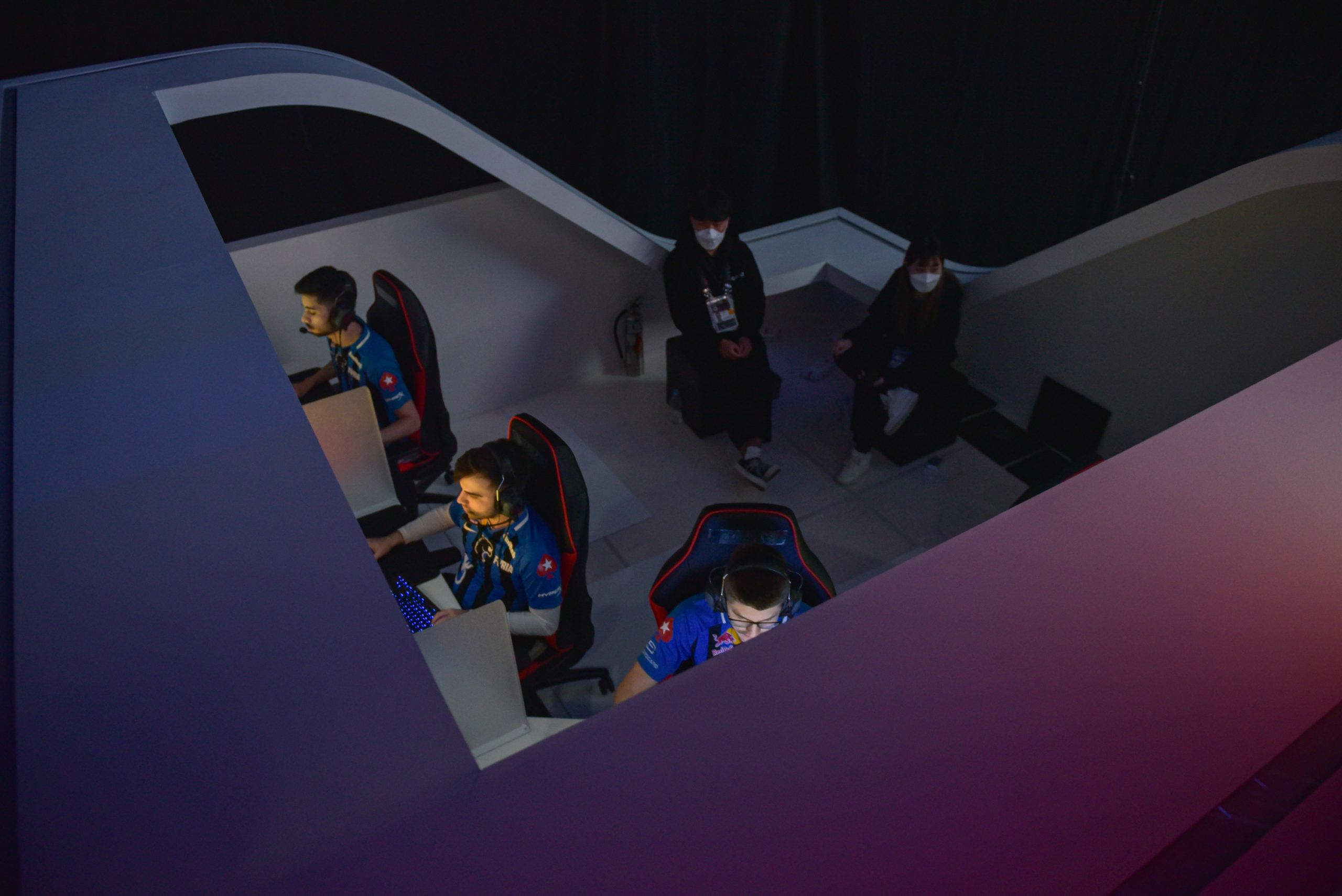 Imagem aérea da equipe brasileira FURIA jogando o Survival Tournament no PGI.S